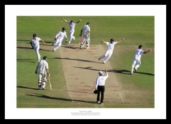 2009 Ashes Photo - England Regain the Ashes Cricket Memorabilia