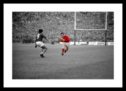 Phil Bennett Photo - Wales Rugby 1976 Spot Colour Print