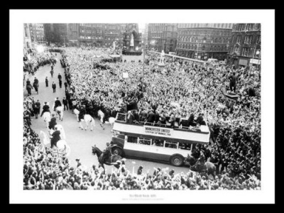 Manchester United 1968 European Cup Final Open Top Bus Celebrations Photo Memorabilia
